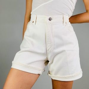 ☕️Vintage LEVIS White High Waisted Long Shorts